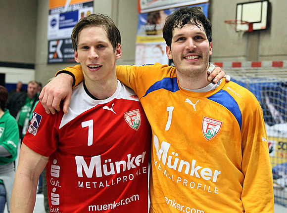 Nach dem Sieg strahlen Dennis Aust und Kai Rottschäfer um die Wette (Foto: Schaumann)