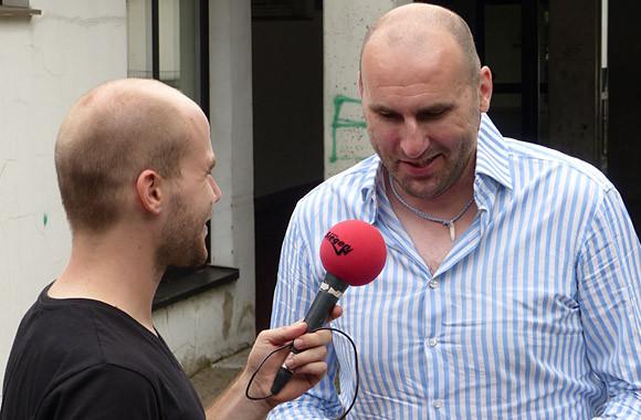 Erik Wudtke im Interview mit Christian Klein (Sportreporter Radio Siegen). (Foto: TuS Ferndorf)