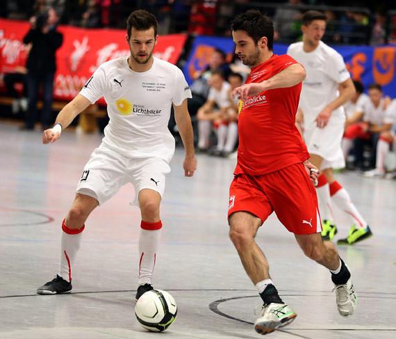 Stark am großen Ball: Ferndorfs Außenspieler Alen Sijaric (hier im Zweikampf mit Christopher Schadeberg). (Foto: Horst Schaumann)
