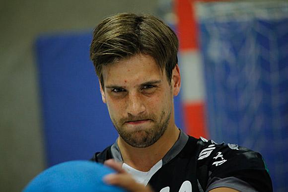 Kräftig schwitzen müssen die Spieler von Trainer Erik Wudtke - hier Neuzugang Niklas Weiss