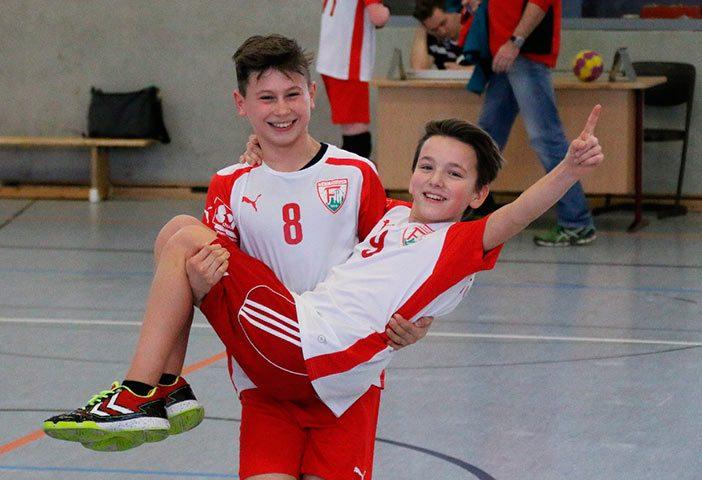 Große Freude herrschte nach dem Sieg und der Meisterschaft (Foto: D. Reifenrath)