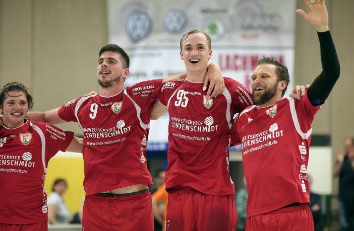 Große Freude beim TuS über den Klassenerhalt in Liga 2 (Foto: CST Medien)