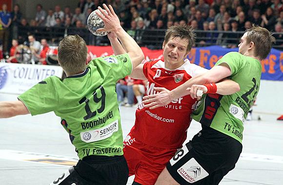 """Spielmacher Simon Breuer """"tankt"""" sich durch (Foto: Schaumann)"""