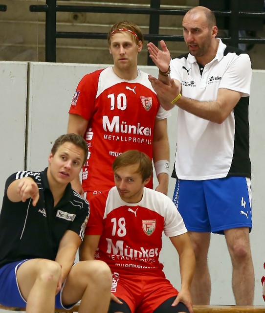 Coaching beim TuS Ferndorf: Erik Wudtke und Michael Lerscht instruieren Tim Hilger und Mirza Sijaric. (Foto: Schaumann)