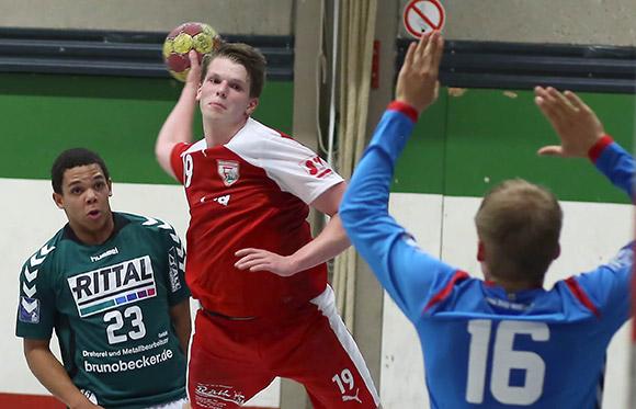 Niklas Reuter erzielt einen seiner Treffer (Foto: Schaumann)