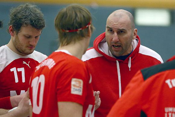 Trainer Eric Wudtke nimmt jeden Test ernst - auch wenn er vorher schon zwei Stunden trainieren ließ (Foto: Schaumann)