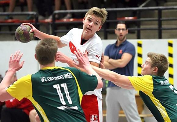 Tim König setzt die gegnerische Abwehr unter Druck (Foto: Jürgen klein)