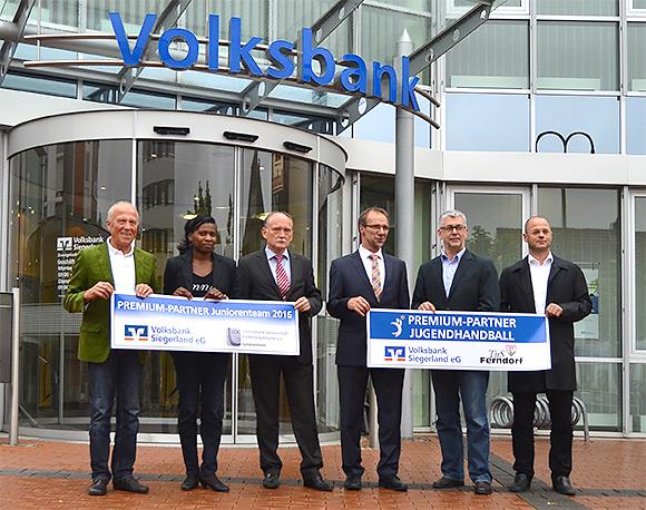 Die Kooperationspartner von Volksbank, TuS Ferndorf und LG Kindelsberg nach der Pressekonferenz (Foto: Volksbank)