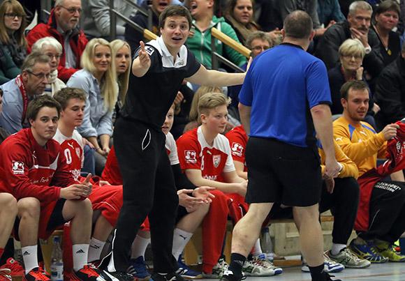 Schwerstarbeit für TuS-Trainer Michael Lerscht im Spitzenspiel (Foto: Schaumann)