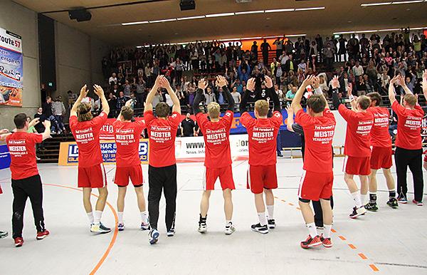 Unbeschreibliche Freude bei den Youngsters nach dem Gewinn der Meisterschaft. Foto: M.Müller)
