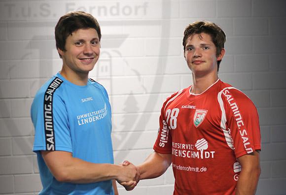 Trainer Michael Lerscht begrüßt Moritz Barwitzki zum 1. Training (Foto:TuS Ferndorf)