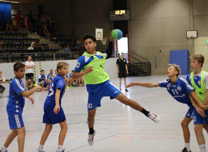 Amedin Butt beim Torerfolg im Spiel gegen Gummersbach, welches die C-Jugend des TuS gewann.