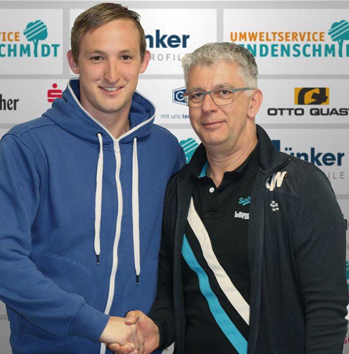 Richard Meinicke (links) hier mit Frank Böcking - wird in der kommenden Saiosn für den TuS auflaufen